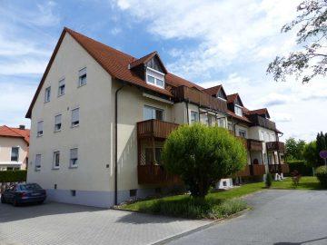 Achtung!!! Ruhig gelegene 3 Zi.- ETW mit Dachterrasse und Carport, Badezimmer mit Fenster, 92655 Altenstadt, Terrassenwohnung