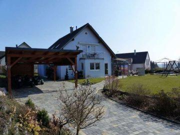 Energiebewusstes Wohnen!! Ansprechendes Einfam.-Haus mit Doppelcarport, Solar u. Photovoltaikanlage, 92269 Fensterbach, Einfamilienhaus