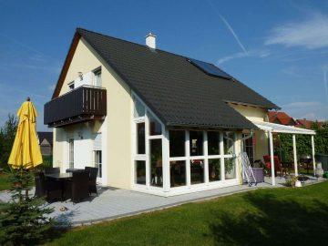 Warum selbst bauen? Neuwertiges, energieeffizientes Einfam.-Haus in verkehrsberuhigter Lage, 95478 Kemnath, Einfamilienhaus
