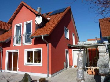 Investoren aufgepasst. Gut vermietete, neuwertige DHH mit Solar, Zisterne, Garage und Schwedenofen., 92712 Pirk, Doppelhaushälfte