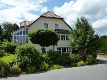 Exklusives Einfam.-Haus mit Einlieger-Whg., Doppelgarage, Solaranlage, Wintergarten und Fernblick, 92670 Windischeschenbach, Einfamilienhaus
