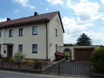 Gepflegtes Wohnhaus sucht Besitzer!!! Fenster, Heizung, Fassade und Dach erneuert, 92670 Windischeschenbach, Doppelhaushälfte