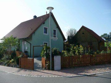 Neuwertiges NIEDRIGENERGIEHAUS (Bj. 2001), mit Solaranlage, Zisterne und Doppelgarage, 92670 Windischeschenbach, Einfamilienhaus