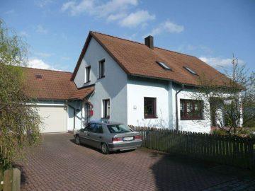 Ruhig gelegenes, freistehendes EFH, nähe Naturschutzgebiet, ideal für Familien mit Kindern, 92637 Weiden, Einfamilienhaus