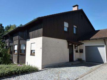 Achtung!!! Gepflegte DHH mit gr. Garage und einem uneinsehbaren Garten, 92665 Altenstadt, Doppelhaushälfte