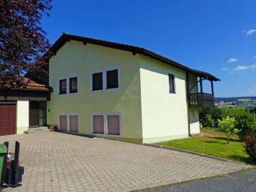 Naturnahe Randlage geboten! Großzügiges Architektenhaus mit Doppelgarage und herrlichem Garten, 95700 Neusorg, Einfamilienhaus