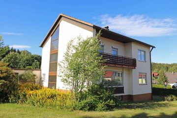 Ideal für Familien! Gepflegtes Wohnhaus mit drei Kinderzimmern, Garage und großem Garten., 95700 Neusorg, Einfamilienhaus