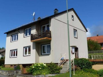 Günstiges Ein- oder Zweifam.-Haus mit drei Garagen und Garten, Fenster von 2013, 95700 Neusorg, Einfamilienhaus