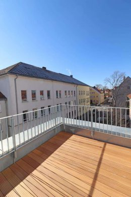 Exklusive 2 Zi.-PenthouseWhg. mit Balkon frei ab April 2021, energiesparend, modern u. barrierefrei., 92637 Weiden, Penthousewohnung