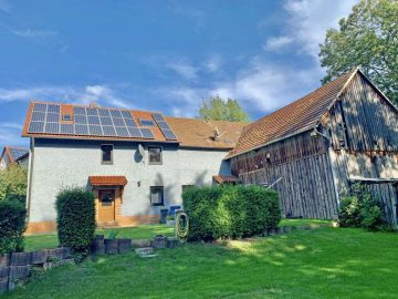 Saniert und umgebaut! Wohnhaus mit Eckscheune, Photovoltaikanlage, gr. Garten u. Garage, 92712 Pirk, Einfamilienhaus