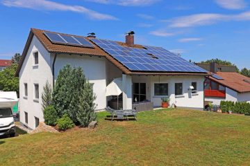 Rendite oder Eigennutzung! Modernes Wohnhaus mit Garage, Solar- und PV-Anlage, 92637 Weiden, Mehrfamilienhaus