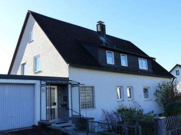 Top Lage geboten!!! Freistehendes Ein- oder Zweifam.-Haus mit zwei Garagen und Südgarten, 92660 Neustadt, Einfamilienhaus
