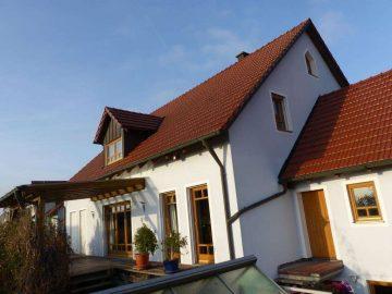 Achtung!!! Großzügiges Einfam.-Haus in ruhiger Lage, mit unterkellerter Doppelgarage und Fernblick, 92660 Neustadt, Einfamilienhaus