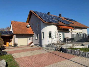 Top gepflegt! Moderne Doppelhaushälfte mit Garage, Carport, Kachelofen, Solar- und PV-Anlage, 92670 Windischeschenbach, Doppelhaushälfte
