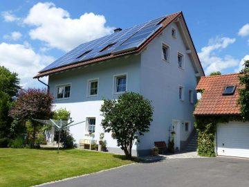 Top Zustand!! Ansprechendes Wohnhaus mit ELW, Garage, Solar- und PV-Anlage mit ca. 330 EUR Ertrag…, 95695 Mähring, Einfamilienhaus