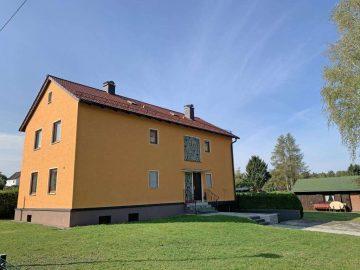 In Randlage! Teilweise renoviertes Ein- oder Zweifam.- Haus mit Garage und Gartenhaus, 92637 Weiden, Mehrfamilienhaus