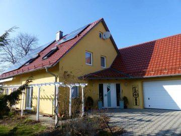 Auf höchstem Niveau!! Ansprechendes Wohnhaus mit Doppelgarage und Photovoltaikanlage, in Theisseil, 92637 Weiden, Einfamilienhaus