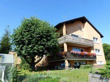 TOP Fernsicht!!! Freistehendes Zweifam.-Haus mit zwei Garagen und schönem Garten, 92721 Störnstein, Mehrfamilienhaus