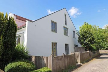 In bester Wohnlage! Neuwertige 3 Zi.-Wohnung im EG mit Galerie und Terrasse, sofort frei, 92637 Weiden, Etagenwohnung